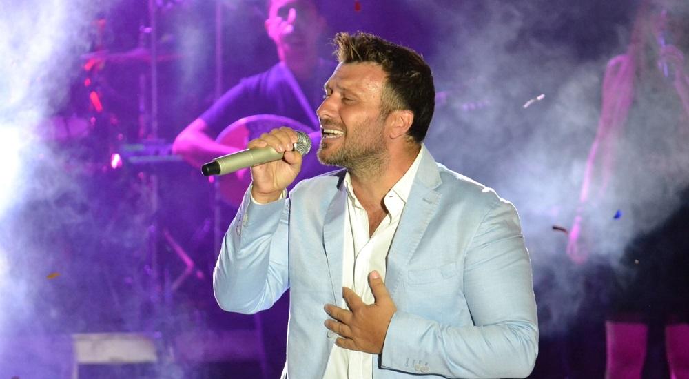 Μια μεγάλη γιορτή η συναυλία του Γιάννη Πλούταρχου στη Λιβαδειά