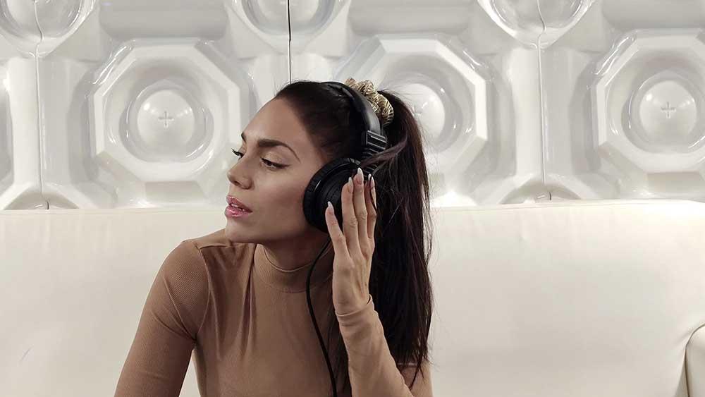 Κρυσταλλία: Στο studio για το νέο της τραγούδι - έκπληξη!