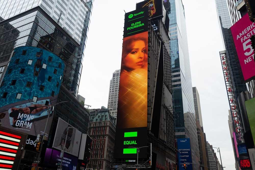 Ελένη Φουρέιρα: Μπήκε σε Billboard στην Times Square